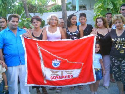 ENTREGAN BANDERA DECIMO NOVENO CONGRESO DE LA CTC A COLECTIVO AVILEÑO