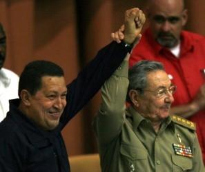 Raúl rinde homenaje a Chávez en Santiago de Cuba