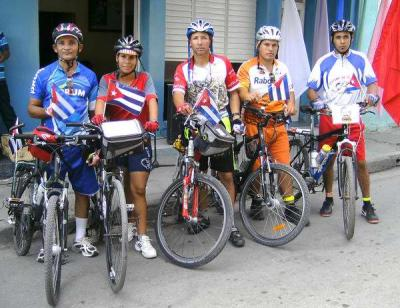 Bicicletada juvenil en Cuba por Los Cinco
